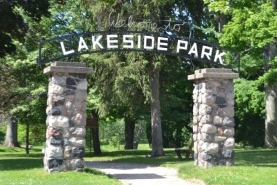 Two stone pillars hold a sign that reads Lakeside Park