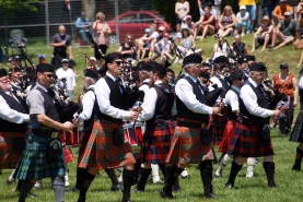 A group of bagpipers